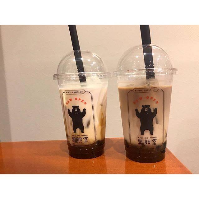 "@_o__07s on Instagram: ""❁『黑熊堂』.博多駅の地下街にあるタピオカ屋さん🐻.黒糖ミルクを注文⸜︎❤︎︎⸝..#黑熊堂 #cafe #福岡 #博多 #黒糖ミルク #タピオカ"" (876339)"