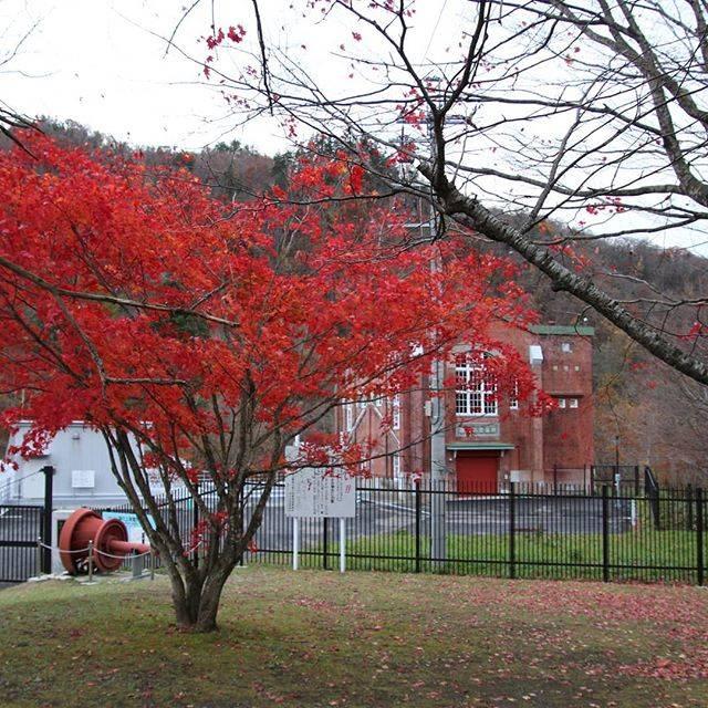 "sunagawa_hokkaido on Instagram: ""北海道 夕張 滝の上公園紅葉ピークは過ぎていましたが、好きな場所、好きな景色です。#北海道#夕張#滝の上#紅葉山#紅葉狩り #紅葉#秋 #夕張郡 #夕張市#夕張市石炭博物館  #写真#景色きれい #景色綺麗 #風景#赤レンガ#発電所"" (876553)"