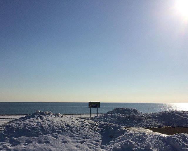 """かっちゃん's Instagram profile post: """"冬の晴れた日、雪と海#久しぶりにヲタクじゃない投稿#苫小牧の海"""" (877710)"""