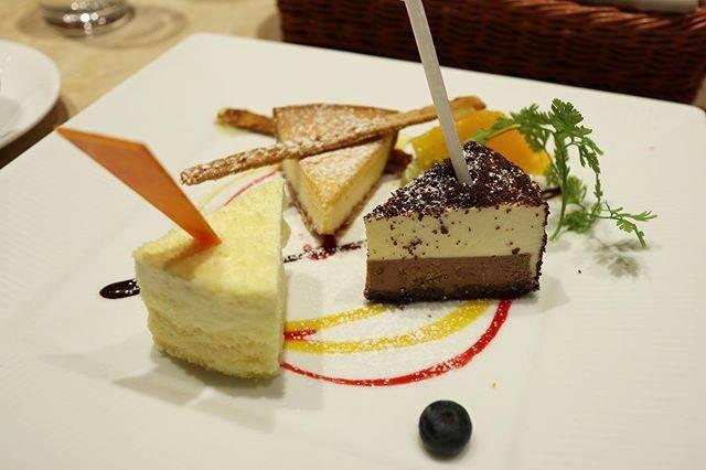 """Natsuho on Instagram: """"🧀😋🍴♡*選びきれないので盛り合わせ🤤❤️***#ルタオパトス #小樽 #ドゥーブルフロマージュ #チーズケーキ #ルタオ #letao #cheesecake"""" (877898)"""