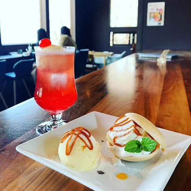 """view cafe on Instagram: """"おはようございます。  レッドベリークリームソーダ キャラメルバナナムース  本日はこちらから、スタートです。  …"""" (878017)"""