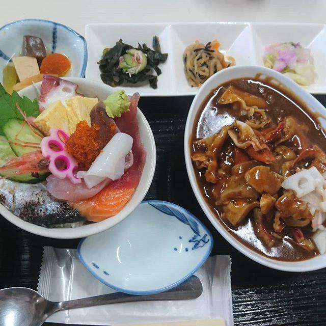 """フミ on Instagram: """"ごはん少なめと言ってこの量笑#弐七#ホッキカレー#カレー#海鮮丼#苫小牧 #tomakomai 北海道#hokkaodo"""" (878173)"""
