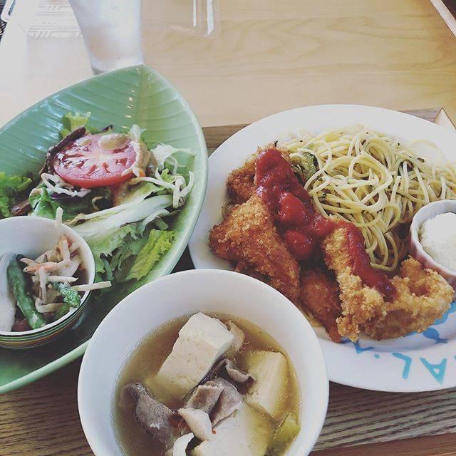 """m.SHiMMER.a on Instagram: """"過去ログ。近くのかもめ食堂さんに😊すごいボリューム!コスパ良し👍これに生クリームがのったカフェモカが付いて1500円💦安すぎ✨食べきれなくてパスタとチキンお持ち帰りしました😊ご馳走様でした✨#千歳グルメ #ランチ#千歳 #かもめ食堂 #北海道グルメ"""" (878419)"""