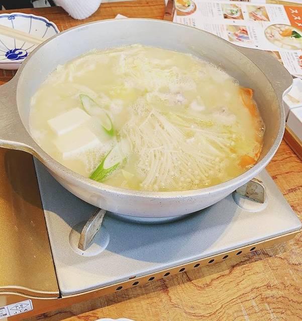 "@mocha___77 on Instagram: "".day 1 @Fukuoka. 🥘♥.初✨福岡、初✨水炊き。スープもお肉も美味しすぎて幸せ😋...#福岡 #福岡旅行 #福岡グルメ#中洲川端 #中洲川端グルメ #とり田博多本店 #とり田水炊き #美味しすぎて幸せ #幸 ❤️"" (880282)"