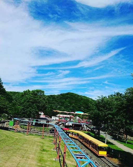 "🤪's Instagram photo: ""毎年恒例北見ファミリーランド🎢暑かったー!*#イマソラ #カコソラ #空 #sky #blue #遊園地 #北見ファミリーランド #hokkaido  #北海道 #japan #帰省"" (880295)"