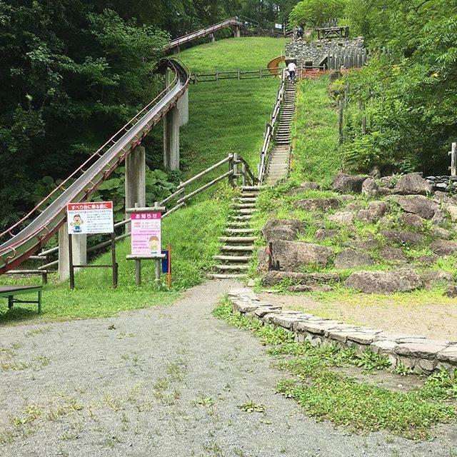 """ayumi   sasaki on Instagram: """"ジャンボ滑り台!これも北見ファミリーランドにて。 . この規模のジャンボ滑り台は、わたしが住んでいる所ではまず見ないなー…と思う。 階段登るだけで疲れるけど、末っ子がハマって何回か滑っていた。今年から長女は滑らなくなってしまった(・・;) 。 。…"""" (880305)"""