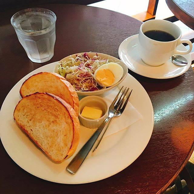 """αyαtomo 熊本移住生活 on Instagram: """"本日はトーストセット 300円というコスパ最高のカフェで朝ごはん。  #インビスクラ #朝ごはん  #朝カフェ  #朝活  #hardrockcafe #breakfast #ワンプレート #fatherhood #カフェごはん #カフェめし…"""" (880448)"""
