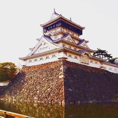 """kenken's Instagram photo: """". .  小倉の街中にある小倉城。  撮影した時はすぐ近くの大型商業施設に遊びに来た時と記憶しています。  お堀の周りも整備されていて、カフェを楽しみながらのんびりできるスポットです。😊 . ——————————————————————— 撮影 : 2012年11月 場所 :…"""" (881328)"""