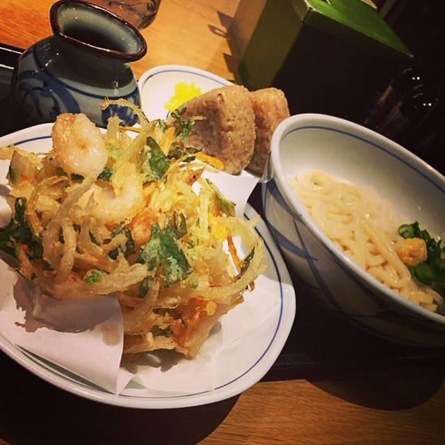 """toshiyuki ishii on Instagram: """"ある意味つけ麺の延長戦。。 。。。。だって足りないんだもん。。。 #うどん#かき揚げ#一応つけ麺#延長#腹いっぱい#寝れる#サクサク#さっぱり#ダイエットなんて言いません#ダイエット類の方からのフォロー#申し訳なく思っております"""" (881513)"""