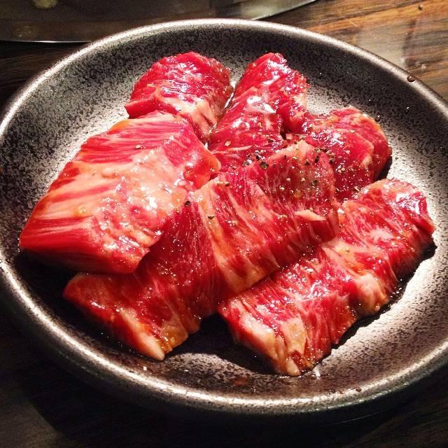 """@u_san51 on Instagram: """"#大分県#別府市#焼肉壽壽#焼き肉#希少部位#めがね#晩ご飯#ディナー#美味い  引き継ぎが残ったので、再度大分へ。  前回行けなかったこの店にアタックしました。  希少部位のめがね(股関節周りの肉)も食べられて大満足!  美味しいお肉は、やはり美しい…。…"""" (881812)"""