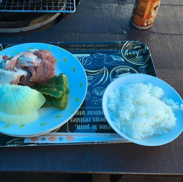 """Kinya Nakamura on Instagram: """"焼尻島で食べるサフォークバーベキュー定食#サフォーク #焼尻島 #島っ子食堂"""" (882225)"""