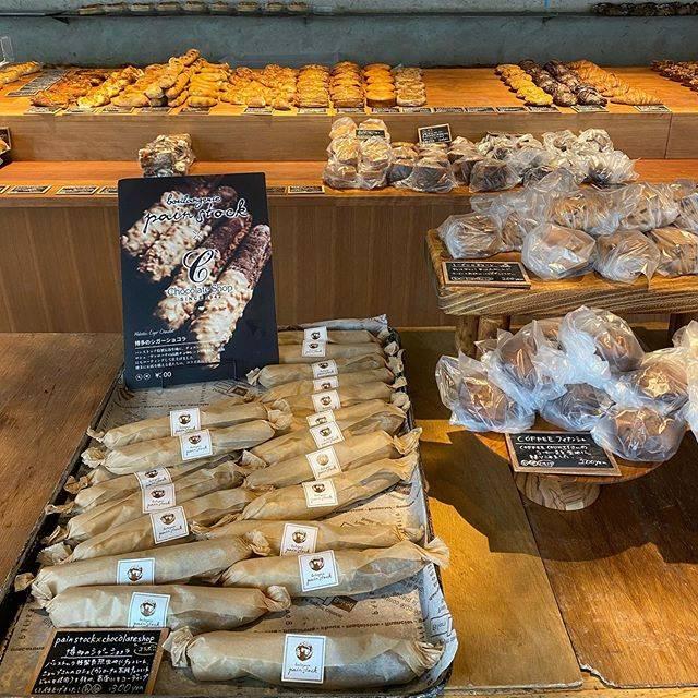 """パンストック天神 on Instagram: """"OPEN    朝一から博多シガーショコラご用意しております🙆♀️✨  本日も10時から18時まで!  パンは生産量を落としています。なくなり次第終了です。 ご理解のほどよろしくお願い申し上げます。    箱崎本店のご案内はこちらから…"""" (882413)"""