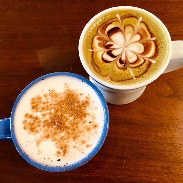 """マル・アレン🔵🌝🔴 on Instagram: """"やっぱりチャイ最高ですウグイスって抹茶だけだと思ってたら抹茶とコーヒーだったんですね #マヌコーヒークジラ店"""" (882475)"""