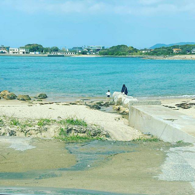 "FMC on Instagram: ""外出自粛要請中だけど、娘がずっと家の中で退屈な日々なので、海を観に来ました。勿論、人との接触はゼロ。波の音、風の音、景色に癒される。#芥屋海水浴場 #癒される風景 #閉じこもるとストレス溜まる"" (882637)"