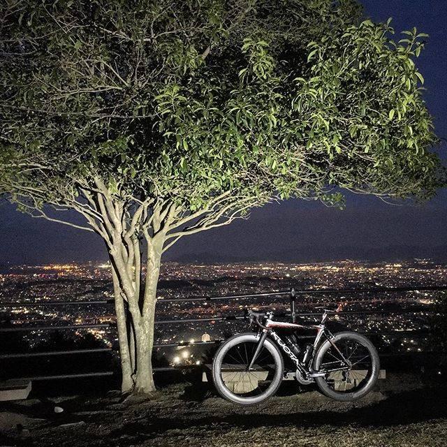 "BLACK on Instagram: ""油山市民の森、中央展望台からの夜景。絶景でした。 #roadbike #roadbikelife #kuota #kebel #fukuoka #japan #aburayama #shiminnomori #油山 #油山市民の森 #油山中央展望台"" (882689)"