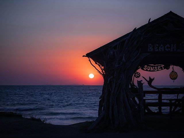 "beach cafe SUNSET on Instagram: "". Today's Sunset. Thank you.  #福岡 #fukuoka #糸島 #itoshima #ビーチ #beach #カフェ #cafe #サンセットカフェ  #サンセット #sunset #海の見えるカフェ #糸島観光 #糸島ランチ #糸島カフェ…"" (883786)"