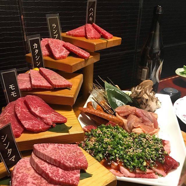 """T.Shinozaki's Instagram photo: """"焼肉の五段活用⁉︎モモしか分かりませんが、美味いです‼︎インスタ上げていいか聞いたらハッシュタグ付でとのことで。#葡萄苑 #博多リバレイン #焼肉 #忘年会 #今年もお世話になりました #かわいいおねえさん #アイスを持ってきてくれたイケメン男子"""" (884485)"""
