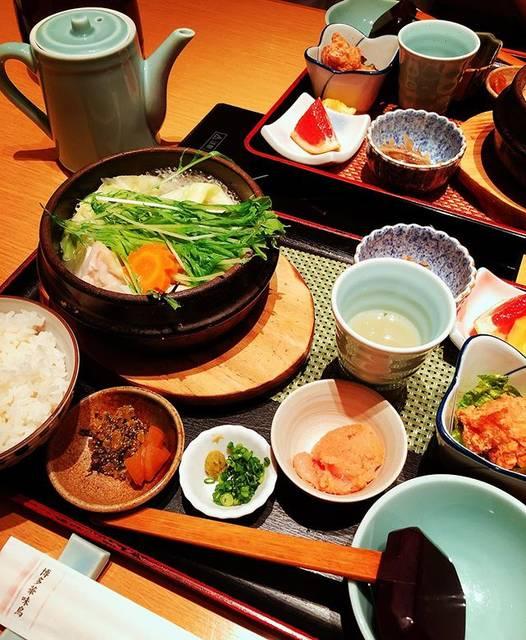 "Takashi Muramatsu on Instagram: ""いきなり鍋が食べたくなり入ったお店、小鉢も沢山で贅沢&満足なランチでした😋…"" (884496)"