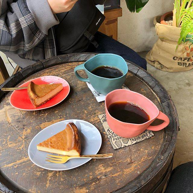 "suzuki on Instagram: ""Ouhello Specialty Coffee Roaster (オセロスペシャリティーコーヒーロースター) . . ▼自家製ベイクドチーズケーキ +本日のコーヒーセット ¥900 . . さっぱりしたベイクドチーズケーキに コーヒーが相性良すぎる。…"" (885682)"