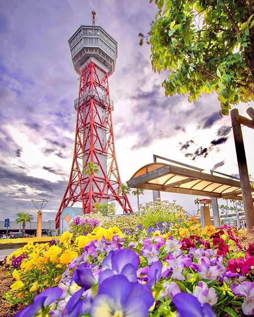 """@umeneco0705 on Instagram: """". ⚪️過去picです。 .  ここは旅客ターミナルと飲食店等がある ベイサイドプレイス博多埠頭⛴ .  先に見える博多ポートタワーが印象的✨ 形を見て想像がつく方もいらっしゃるでしょうが、 設計は東京タワーや通天閣と同じく内藤多仲氏です。 .  撮影地/福岡市博多区…"""" (885756)"""
