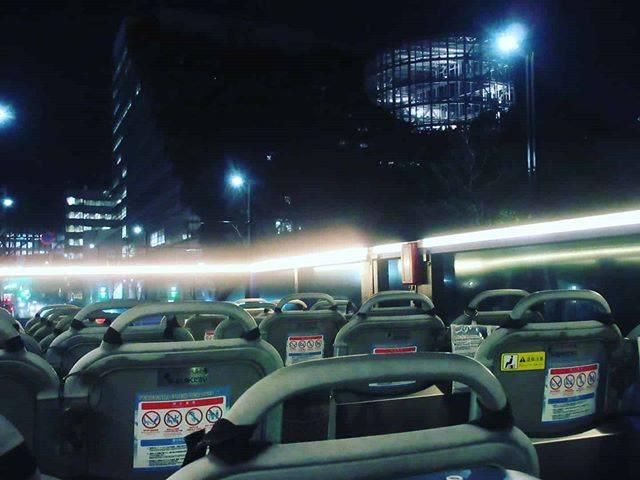 """福岡オープントップバス【公式】 on Instagram: """"* 乗車案内前のバスの中の様子💁✨ * お座席全席指定席ですので、慌てずいらしてください😊 (ご予約の時点で決定します) * 誰も乗っていないバスの写真を撮りたい方は少しお早めにご集合いただいたほうが良いかもしれません😉 ただし、乗車案内は出発の5分前からです✨ *…"""" (885779)"""