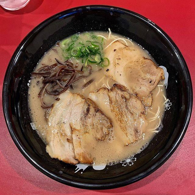 """CHIKA's Instagram post: """"【石田一龍 大阪天満店】(天満) 濃厚ラーメン . 天満駅ニアの新店。福岡に拠点を置かれている店舗でなにやら九州の賞レース等でタイトルも取られている店舗だそうな。とにかく入り口と店内のレイアウトのクセが強い。…"""" (886033)"""