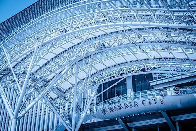 """ゆうが on Instagram: """" HAKATA STATION  九州に到着して最初に撮ったには博多駅でした📷✨ 一年経って見返してみると現像していない写真が たくさん出てきてなんだか新鮮😁  好きな雰囲気も変わってきているので レタッチするのもすごく楽しい🎶 …"""" (886108)"""