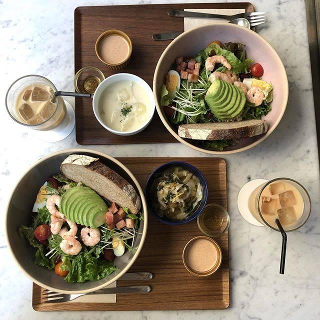 """Nagi♡'s Instagram photo: """". 渋谷でサラダランチ🥗 めちゃめちゃボリューミーだし スープは日替わりで選べる😋 ケーキとか甘い物系も美味しそうだった… また行きたいカフェNo,1✨ . #渋谷ランチ #渋谷カフェ #ホワイトグラスコーヒー #whitegrasscoffee #お洒落カフェ #東京カフェ…"""" (886966)"""