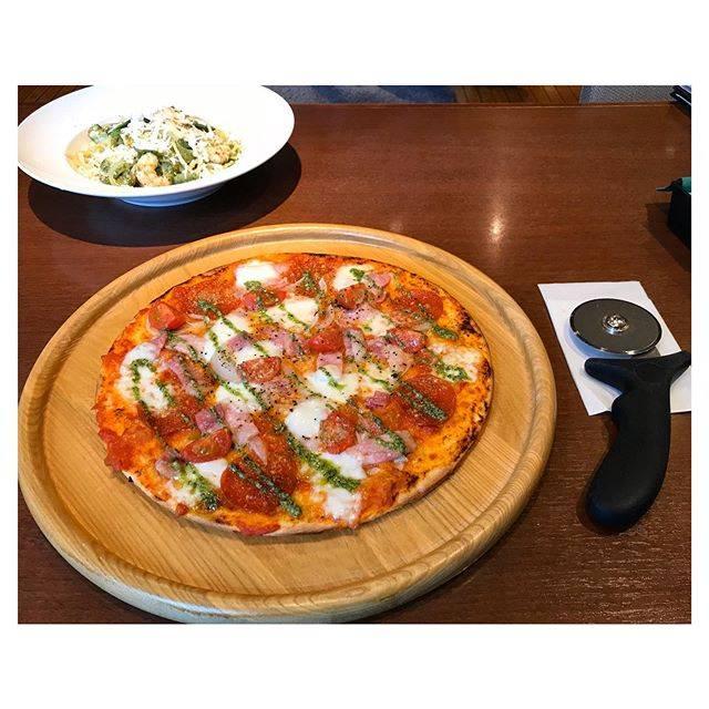 "h a r u's Instagram profile post: ""八千代牧場のベーコンとモッツァレラのトマトピザ 〜バジルソース〜#ピザ#pizza#ベーコン#モッツァレラチーズ#バジル"" (887351)"