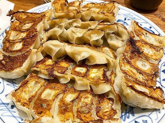 "Food and Travel🍜🍴✈️ on Instagram: ""GYOZA wiz beer😋🍺  テムジンで餃子🥟 ビールで流し込む🍺  #gyoza #fukuoka #food #dumplings #beer #dinner #gyozabar #fukuokagourmet #yummy #hakata  #餃子…"" (887686)"