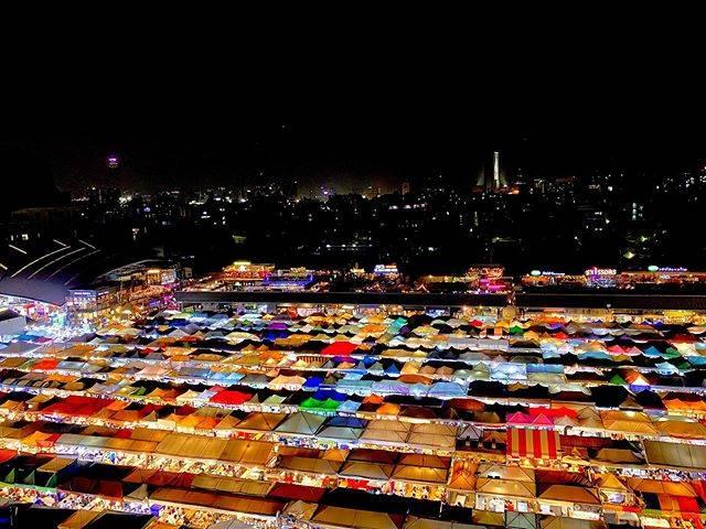バンコクの「ラチャダー ナイトマーケット」