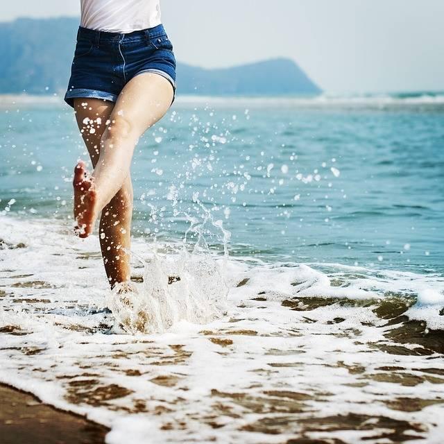 Barefoot Splash Waves · Free photo on Pixabay (46775)