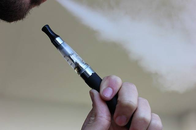 E Cigarette Vaping Electronic - Free photo on Pixabay (85588)