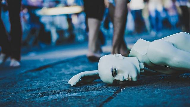 Mannequin Lying Down Street - Free photo on Pixabay (85687)