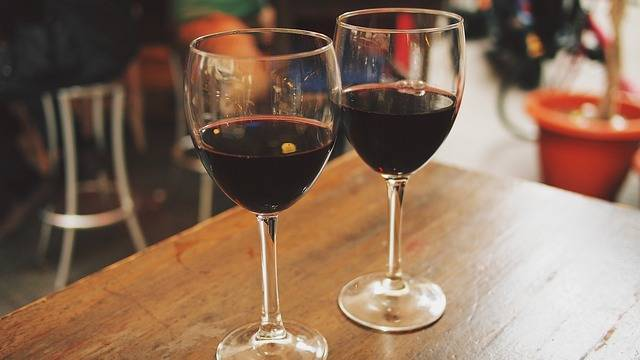 Wine Glasses Outdoor - Free photo on Pixabay (141497)