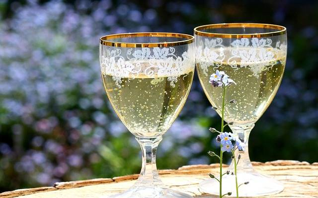 Champagne Glasses Abut - Free photo on Pixabay (145443)