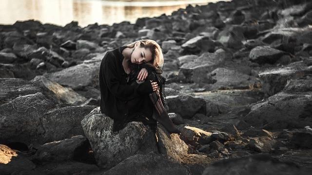 Girl Sad The Lone - Free photo on Pixabay (154808)