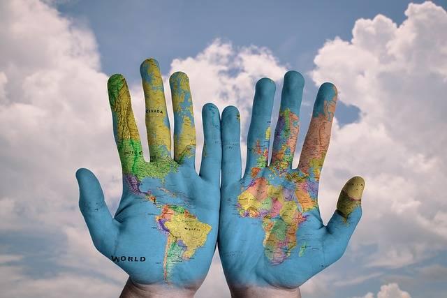 Hands World Map - Free photo on Pixabay (170505)