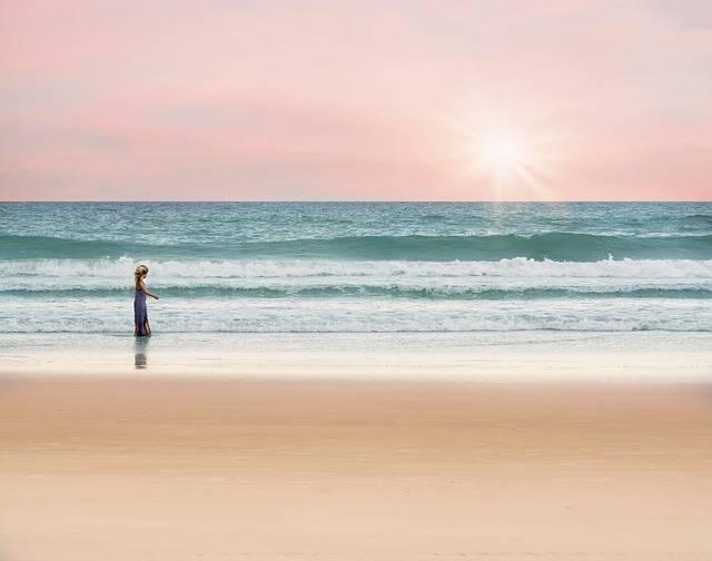Ocean Girl Walking - Free photo on Pixabay (170649)