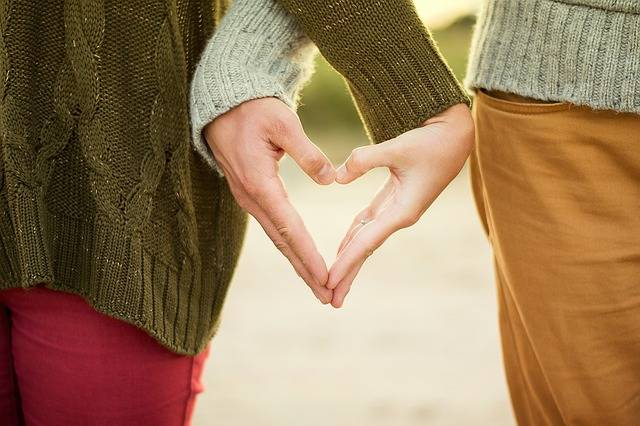 Hands Heart Couple - Free photo on Pixabay (175492)