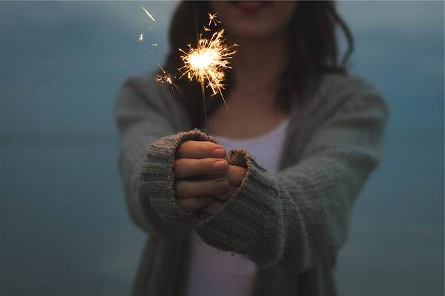 Sparkler Holding Hands - Free photo on Pixabay (179556)