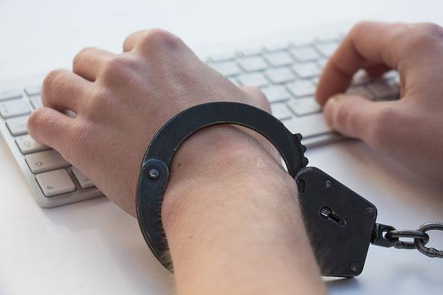 Igromania Game Addiction Handcuffs - Free photo on Pixabay (189009)