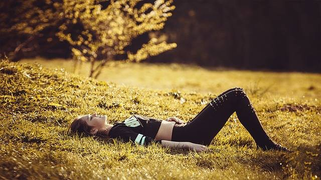 Girl Lying On The Grass Legs - Free photo on Pixabay (213580)