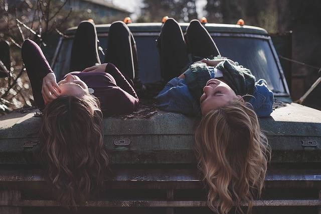 Girls Lying Classic Car - Free photo on Pixabay (224499)