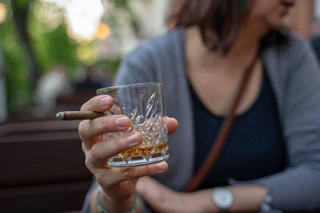 Whiskey Glass Cigar Hand - Free photo on Pixabay (297907)