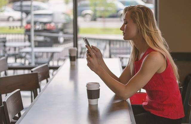 Woman Sitting Counter - Free photo on Pixabay (320645)