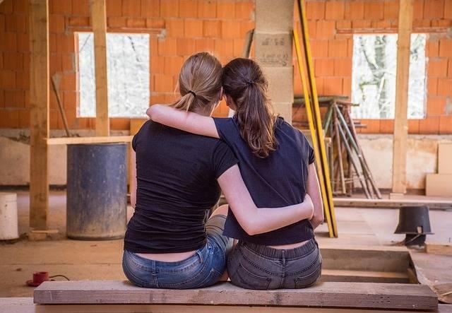 Girlfriends Hug Trust - Free photo on Pixabay (328172)