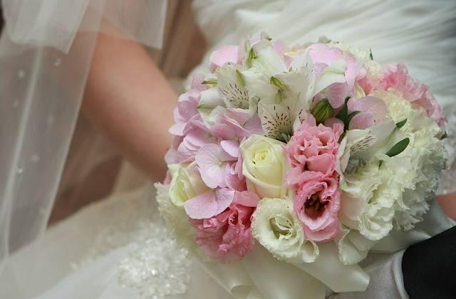 Priest Flowers Bouquet De Fleurs - Free photo on Pixabay (335949)