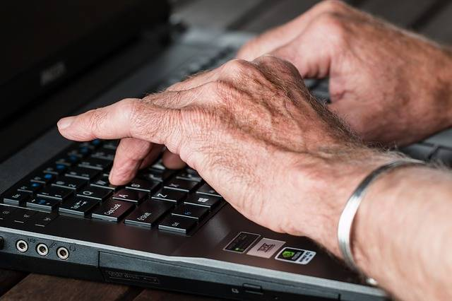 Hands Old Typing - Free photo on Pixabay (348707)