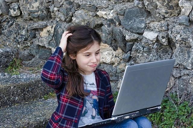 Little Girl Computer Portable - Free photo on Pixabay (356631)